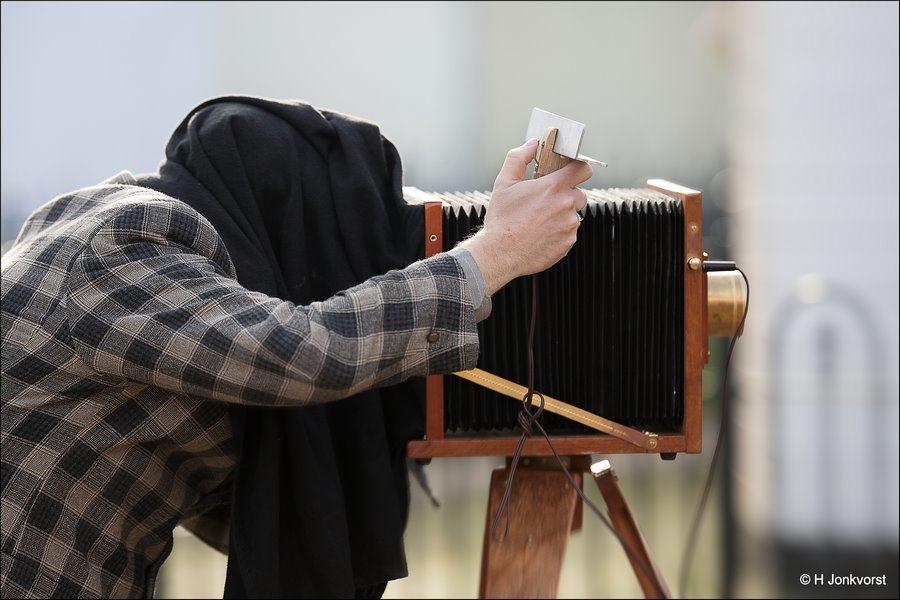 nostalgische fotograaf, ouderwetse fotograaf, nostalgische fotografie, camerakast, Urk in Wintersferen, kijken naar het vogeltje, even naar het vogeltje kijken, Urk in Wintersferen 2017