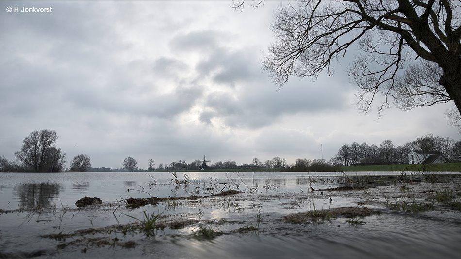 Nederland Waterland, Het wassende water, Watersnood, kolkende rivier, kolkend water, snelstromend water, stromende rivier, hoogwater IJssel, hoogwater rivieren, landschapsfotografie, landschap, landschap rivier