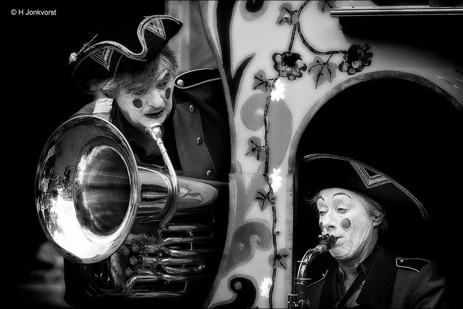 vals spelen, valse noot, Valse muziek, onzuiver spelen, vals klinkend, vals klinken, Onzuivere saxofoon, saxofoon afstellen, kleppen afstellen