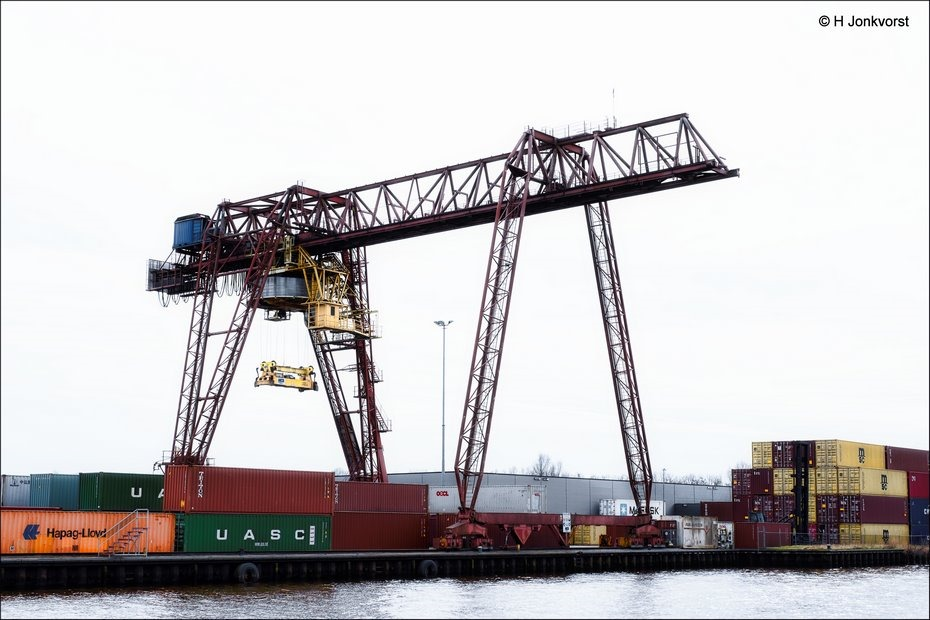 MCS Meppel, Containeroverslag Meppel, container transport, Overslagkraan, containeroverslagkraan, terminal Meppel, industriële fotografie, Fotografie, Foto