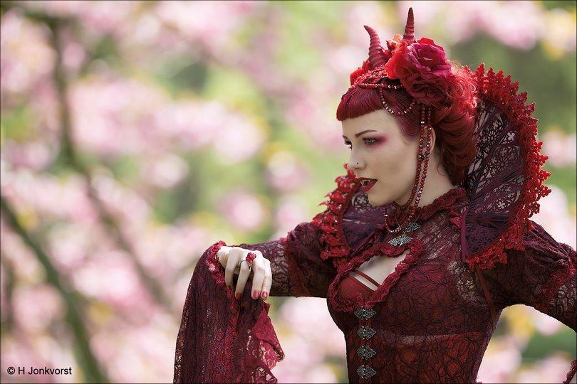 Elfia, Elfia 2018, Elfia Haarzuilens, Elfia Haarzuilens 2018, Fantasy Festival, Elf Fantasy Fair, Kasteel de Haar, Portret, Portretfotografie, Gekostumeerd Feest, Cosplay, Cosplayer, Femme Fatale, Bloodlust, Vampier