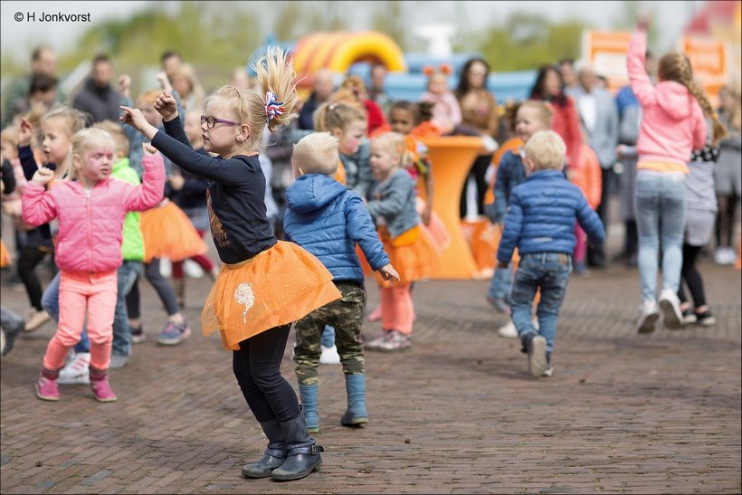 Hossen & Springen, Koningsdag, Koningsdag 2018, Koningsdag Staphorst, Koningsdag Kinderspelen, In-Shape, Staphorst, Kinderfeestje, Fotografie, Foto, Spelen op Koningsdag