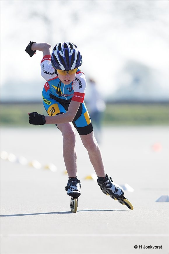 sprinten op skeelers, Staphorst, Sport, sportfotografie, Skeelercompetitie, 100 meter sprint, Sportpark De Tippe, Stouwdamcompetie Staphorst, Skeelersport, skeeleren, Skeeleren Jeugd Staphorst, Sprint 100 meter