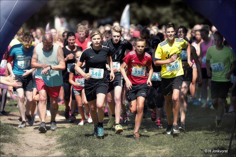 Bubbel Run, Bubbel Run Zwolle, Bubbel Run Zwolle 2018, Foto Bubbel Run, Foto Bubbel Run Zwolle, Park de Wezenlanden, Zwolle, Run, Schuimparty, Schuimbad, Schuim Hindernis, Sport, Hardlopen, Funrun, Fun Run, Fotografie
