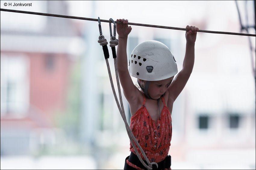 Waaghals, oversteek, stunt, stunten, levenslijn, stunt op grote hoogte, survival, Zwolle Unlimited, Zwolle Unlimited 2018, stunten op grote hoogte, klimmen voor kinderen, leren bergbeklimmen, Fotografie, Foto