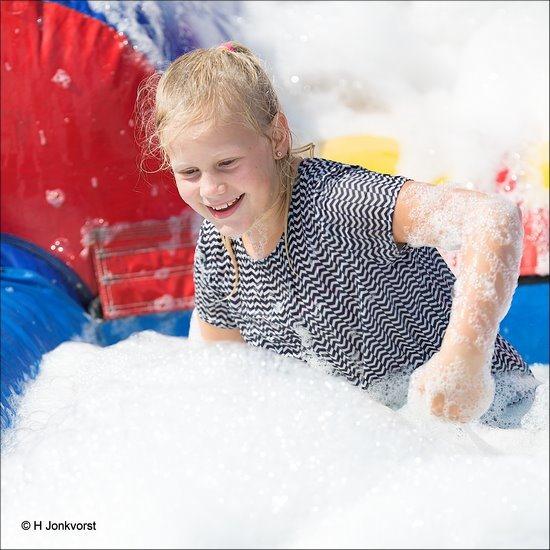 Huttendorp Staphorst 2018, Huttendorp Staphorst, Staphorst, Waterspelen,  Huttendorp 2018, Huttendorp, Hut Bouwen, Fotografie, springkussen, schuimparty, Foto