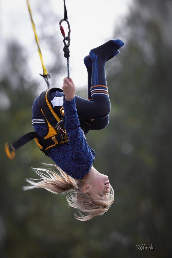 bungee trampoline, trampoline springen, salto, salto achterwaarts, achterwaartse salto, koprol in de lucht, hoge sprongen, tegen de zwaartekracht, Wendy, Fotografie, Foto