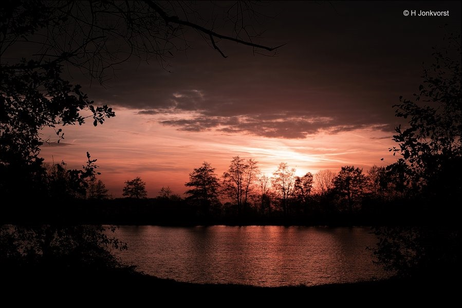 Doorkijkje, zonsondergang, dagafsluitingLandschap, Zonsondergang boven water, Landschapsfotografie, Foto, Fotografie, Fujifilm XT2, Fujinon XF 16-55mm F2.8 R Lm Wr