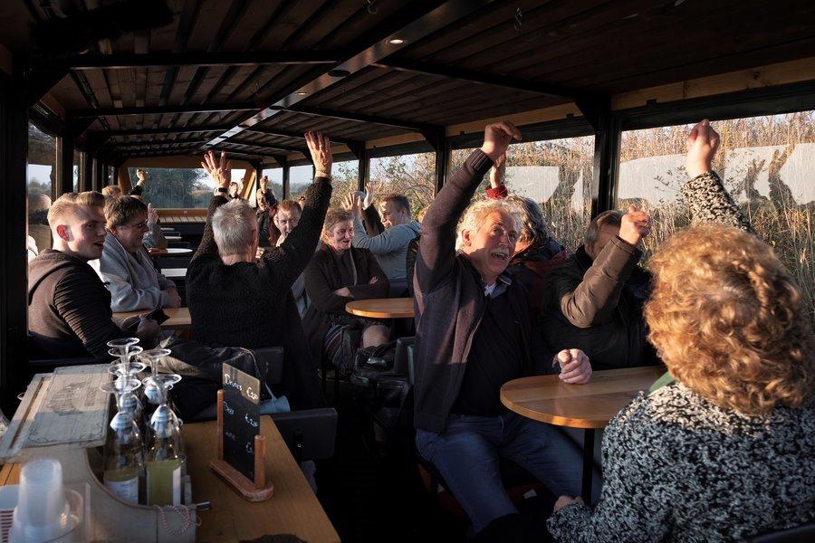 Er is er een jarig, verjaardag, rondvaart Giethoorn, boottocht Giethoorn, Boottochtje Giethoorn, Fotografie, Foto