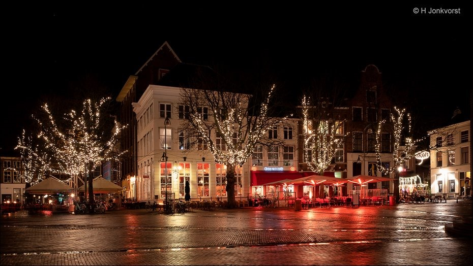 Deventer bij nacht, Nachtfotografie Deventer, Nachtfotografie, in de kleine uurtjes, De Brink, De Brink Deventer, Sfeervolle verlichting, Fujifilm XT2, Fujinon XF 16-55mm F2.8 R Lm Wr, Fotografie
