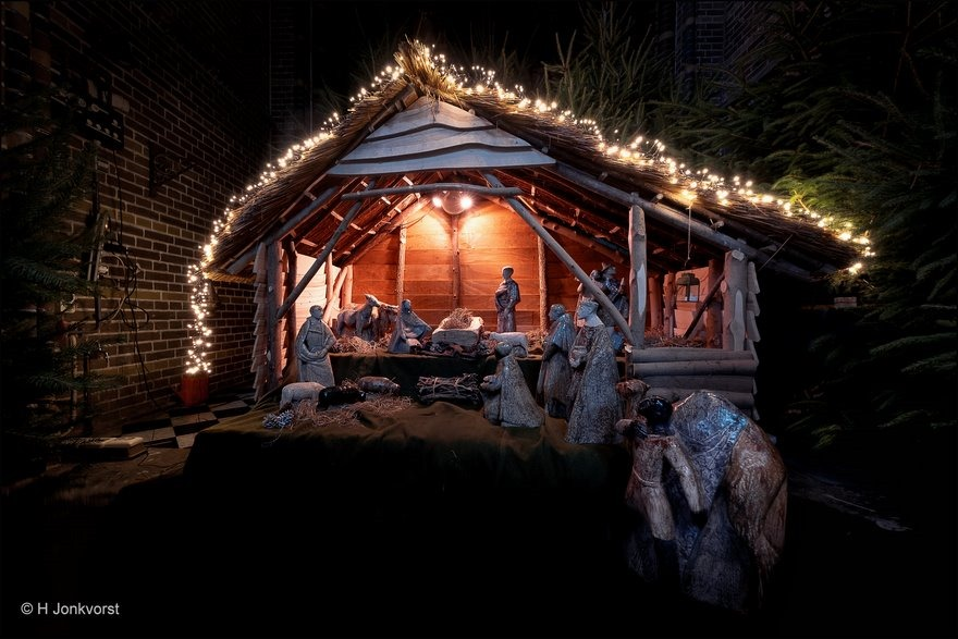 bakske vol met stro, Kerststal, kerstfeest, kerstsfeer, voorstelling geboorte van jezus, kerstmis, Fotografie, Foto, Fujifilm XT2, Fujinon XF 8-16mm F2.8 R LM WR