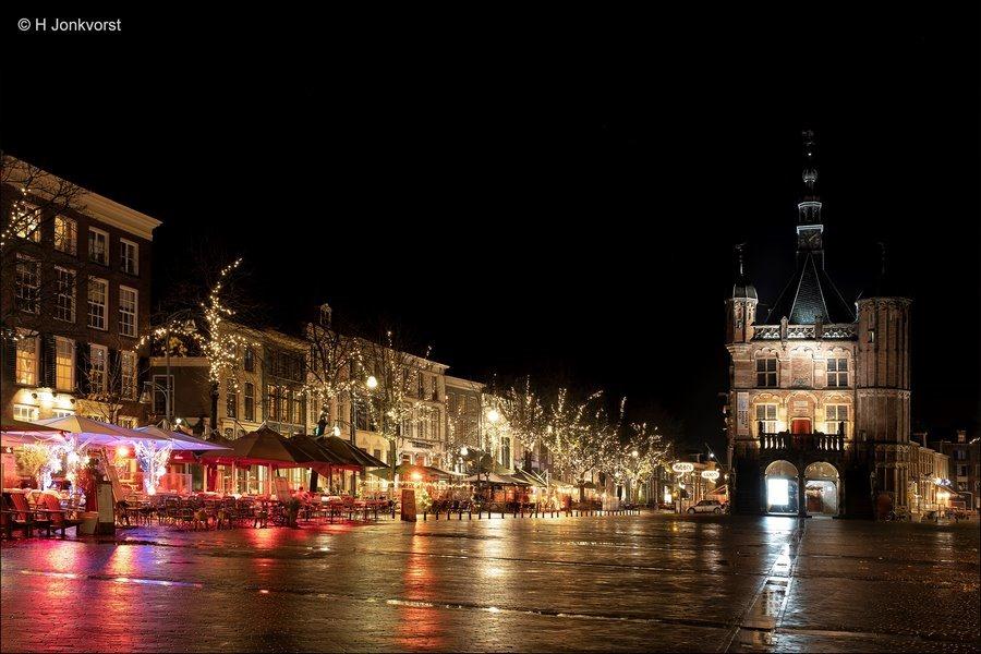 Deventer bij nacht, Nachtfotografie Deventer, Nachtfotografie, in de kleine uurtjes, De Brink, De Brink Deventer, De Waag, De Waag Deventer, Sfeervolle verlichting, Fujifilm XT2, Fujinon XF 16-55mm F2.8 R Lm Wr, Fotografie