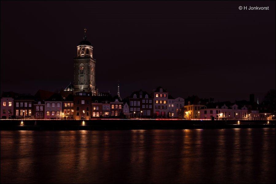 Deventer bij nacht, Skyline Deventer, Skyline Deventer bij nacht, Nachtfotografie Deventer, Nachtfotografie, Lebuinuskerk, Lebuinuskerk Deventer, IJssel Deventer, Fujifilm XT2, Fujinon XF 16-55mm F2.8 R Lm Wr, Fotografie