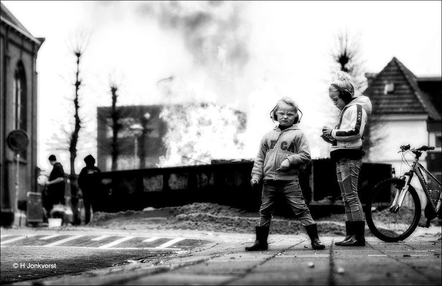 Brandstapel, vreugdevuur, Streetrules, the streets are mine, Carbid Schieten Kampen 2018, Carbid Schieten Kampen, Kampen oudjaarsdag, Anarchie, straatfotografie, Brunnepe, Fotografie, Foto