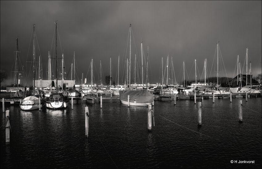 off season, winterseizoen, Haven, Jachthaven, Lemmer, Mast, Masten, zeilschip, zeilboot, zeilboten, jachthaven, Donkere lucht, Dreigende Lucht, Foto, Fotografie