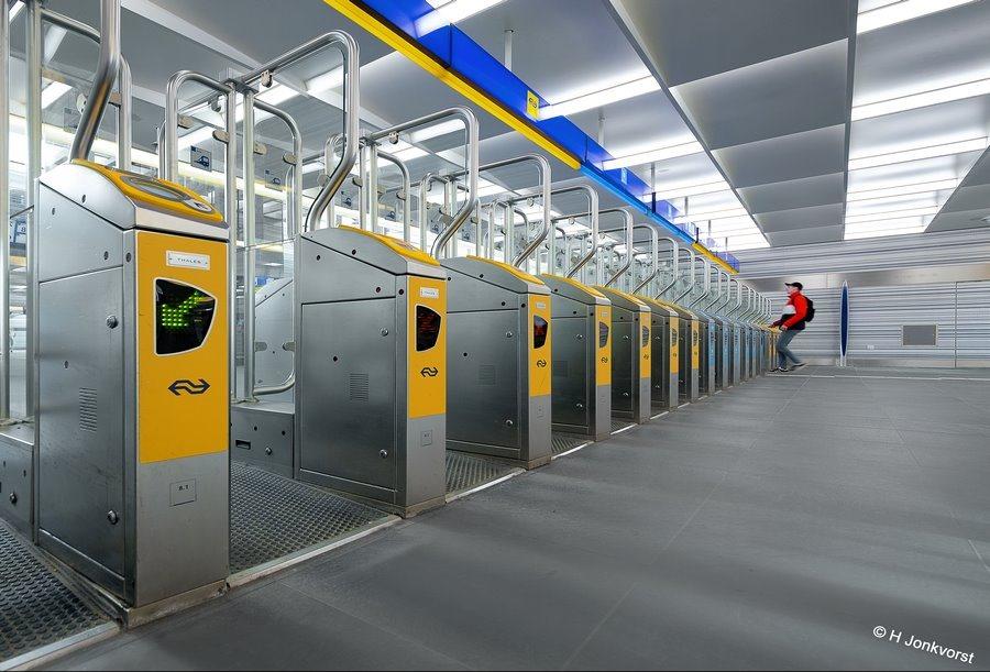 Veiligheid op stations, criminaliteit op stations, toegangspoortje ns, toegangspoortje, toegangspoortjes station, toegangspoortjes stations, OV poortjes, rondhangen op station, Fujifilm XT2, Fujifilm XF 8-16mm f2.8 R LM WR