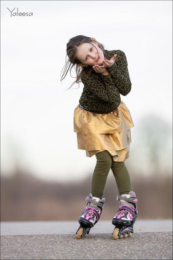 Yaleesa, Kinderfotografie, Fotograferen met kinderen, poseren kinderen, op wieltjes, Skeeleren, Canon eos R, Canon EF 200mm f2L IS USM, Fotografie, Foto, Photography, Photo