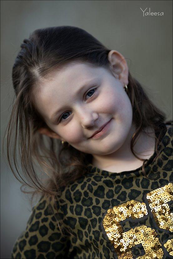Yaleesa, Portret, Kinderportret, Kinderportretfotografie, Kinderportret fotografie, Canon eos R, Canon EF 200mm f2L IS USM, Fotografie, Foto, Photography, Photo