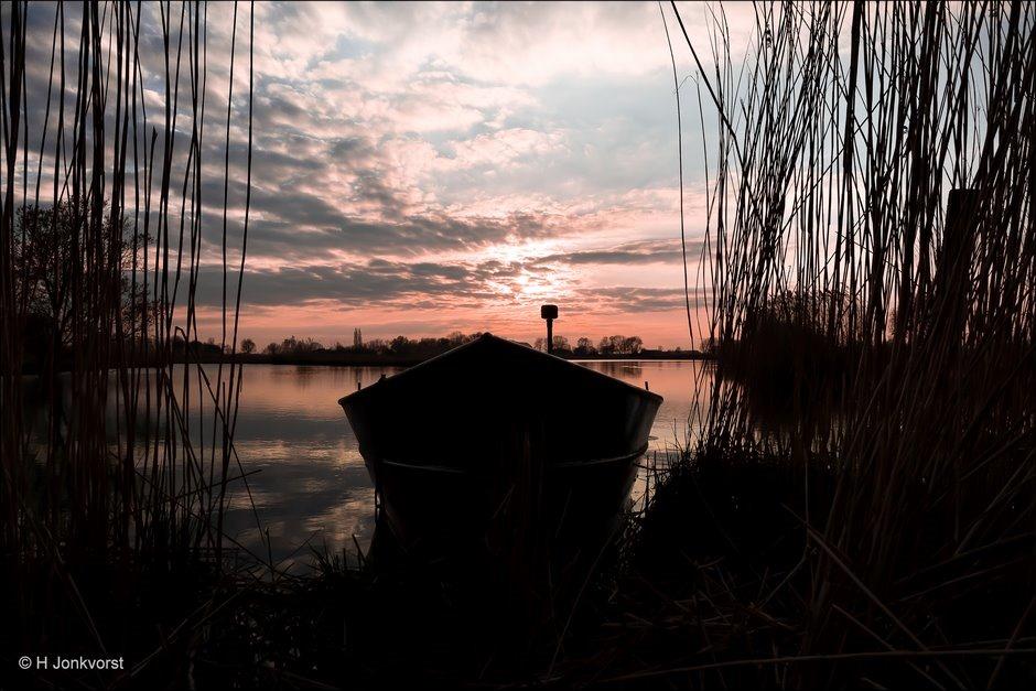 Natuurreservaat de Brommerd, Natuurgebied de Brommerd, Verstild Landschap, ondergaande zon, Zonsondergang, Natuurgebied Zwartewater, Natuurgebied Hasselt Zwolle, Riet, Waterrijk natuurgebied, Fujifilm XT2, Fujifilm XF 8-16