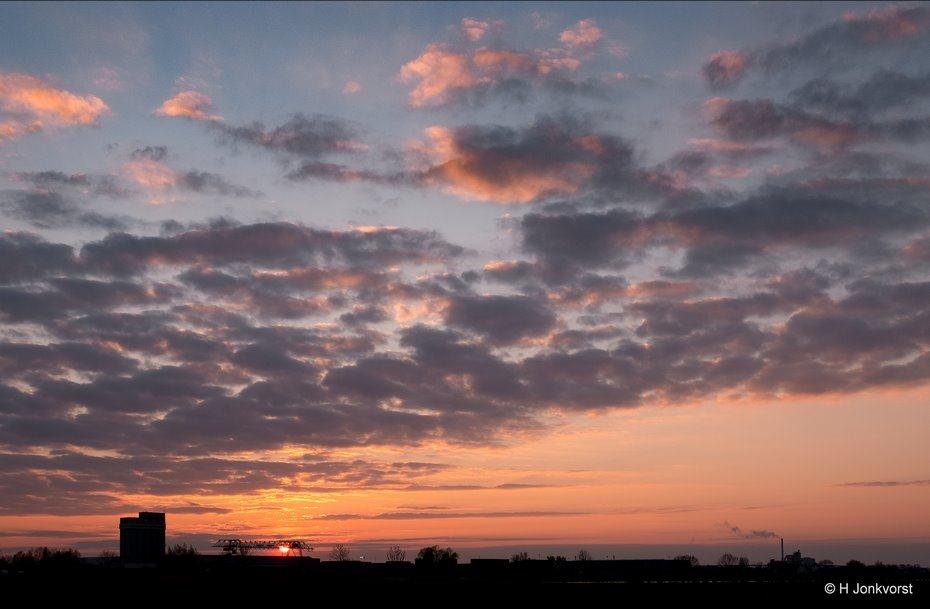 rook uit de schoorsteen, rokende schoorsteen, Natuurgebied de Brommerd, zonsondergang, sfeervol avondlicht, sunset, Landschap, Landschapsfotografie, Fujifilm XT2, Fujifilm XF 16-55mm F2.8 R Lm Wr, Fotografie, Foto