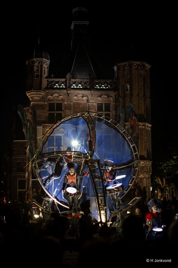 Deventer Op Stelten, Deventer Op Stelten 2019, Deventer op Stelten De Brink, Foto, Fotografie, Nachtfotografie, Straattheater, Straattheater Festival, Close Act, Couleurs Exceptionnel, paradevoorstelling, Photography
