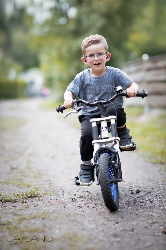 Hoe leer je een kind Fietsen, hoe leer ik mijn kind fietsen, zelf leren fietsen, kinderen leren fietsen, fietsen zonder zijwieltjes, vallen en opstaan, Jaylano, stoere bikers, je eerste fietsles, Canon eos R, Canon EF 85mm