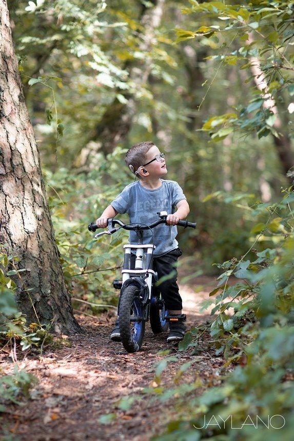 Hoe leer je een kind Fietsen, hoe leer ik mijn kind fietsen, zelf leren fietsen, kinderen leren fietsen, fietsen zonder zijwieltjes, vallen en opstaan, Jaylano, stoere bikers, je eerste fietsles, Canon eos R