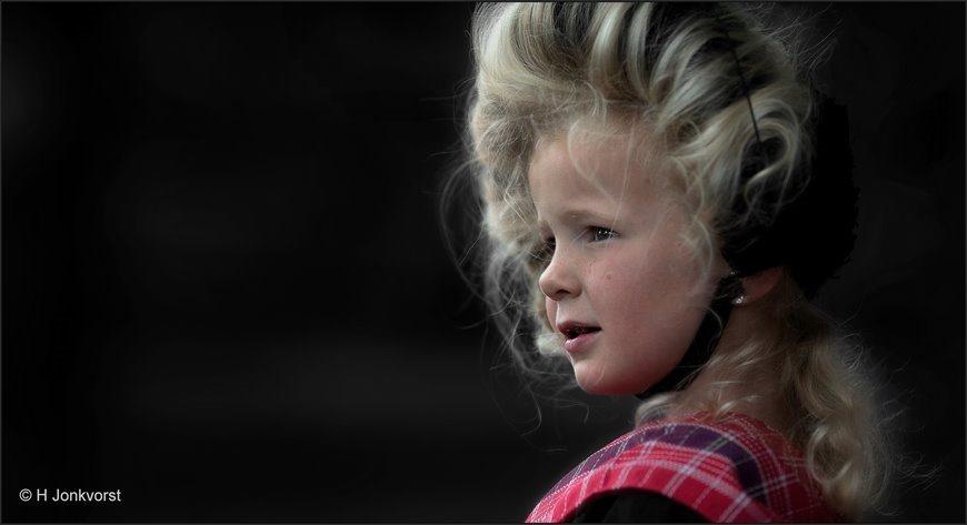 Kinderen in klederdracht, Kinderen in Staphorster klederdracht, Kinderen in streekdracht, Museum Staphorst, Klederdrachtshow, Klederdrachtpresentatie, Staphorstdagen, Staphorstdagen 2019, Nette, Jonkvorstfoto