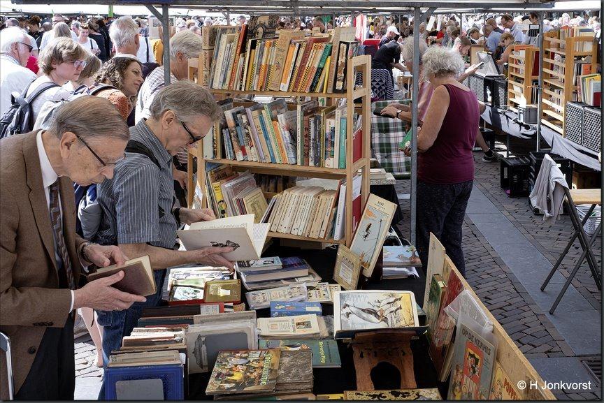 boekenwurmen, boekenwurm, Deventer boekenmarkt, Boekenmarkt Deventer, boeken, boekenkraam, Fujifilm XT2, Fujifilm XF 16-55mm F2.8 R Lm Wr, Fotografie, Foto, Photography, Photo, Jonkvorstfoto, Foto Henk Jonkvorst