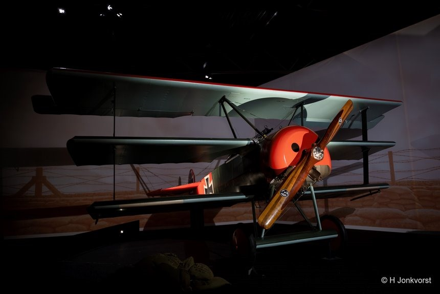 Aviodrome, Aviodrome Lelystad, oorlogsvlieger, oorlogstuig, Red Baron, schieten tussen propeller, Fokker, Fokker oorlogsvlieger, driedekker, driedekker vliegtuig, Fujifilm XT2, Fujifilm XF 16-55mm F2.8 R Lm Wr, Fotografie