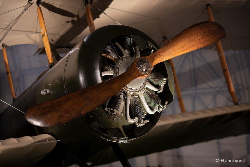 Aviodrome, geschiedenis van de luchtvaart, pioniers van de luchtvaart, luchtvaartgeschiedenis, dubbeldekker vliegtuig, houten propeller, luchtvaartmuseum, Lelystad, de tijd vliegt, Canon eos R, Canon EF 85mm f1.2L II USM