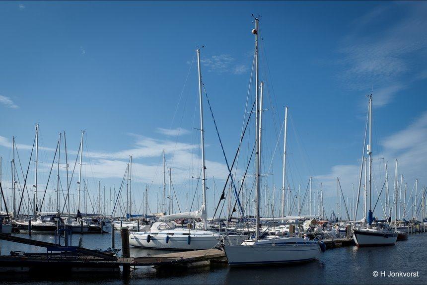 zeihaven Lelystad, Jachthaven Lelystad, zeilen op het IJsselmeer, zeilen op het Markermeer, Vaste grond onder de voeten, Lelystad, watersport, Fujifilm XT2, Fujifilm XF 16-55mm F2.8 R Lm Wr, Fotografie, Foto, Photography