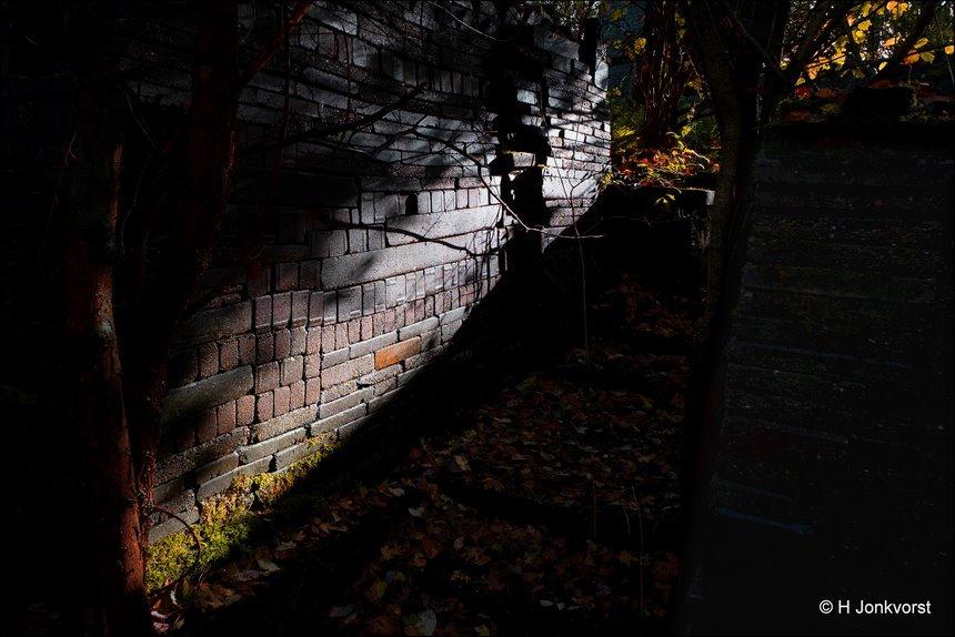 Ecokathedraal, Ecokathedraal Mildam, magisch licht, mysterieus licht, magnificent light, Tempel, Louis Le Roy, stichting TIJD, Kunst, Kunst in de natuur, Mildam, kunst uit afval, groothoekfotografie, groothoekperspectief