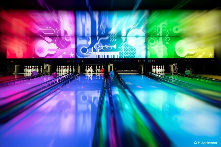 Bowlen, bowlingbal, bowlingballen, bowlingspel, strike, bowlen bij Eten en Zo, bowlen Eten en Zo Zwolle, er de ballen van snappen, snap er de ballen van, in de goot, sport, Canon eos R, Canon EF 50mm f1.2L USM, Fotografie