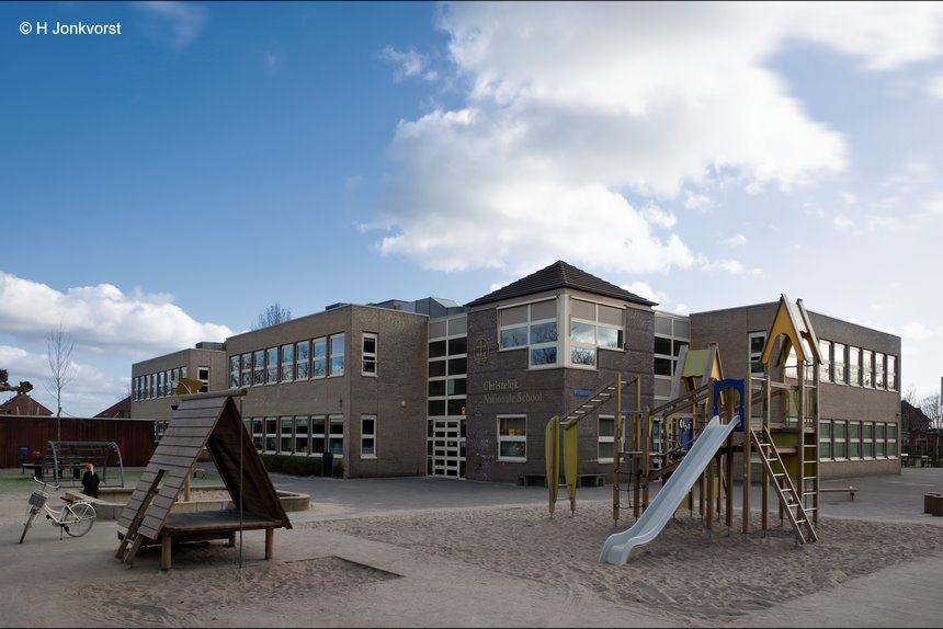 school's out, scholen gesloten, scholen gesloten corona, corona, scholen sluiten, CNS Staphorst, OBS Staphorst, scholen lockdown, lockdown, verlaten school, Fujifilm XT2, Fujifilm XF 8-16mm f2.8 R LM WR