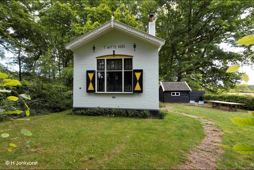 het witte huis, witte huis landgoed De Horte, wit huisje, buitenplaats De Horte, biljarthuisje, biljart huisje, natuurhuisje, vakantie in de natuur, Fujifilm XT2, Fujifilm XF 8-16mm f2.8 R LM WR, Fotografie, Foto