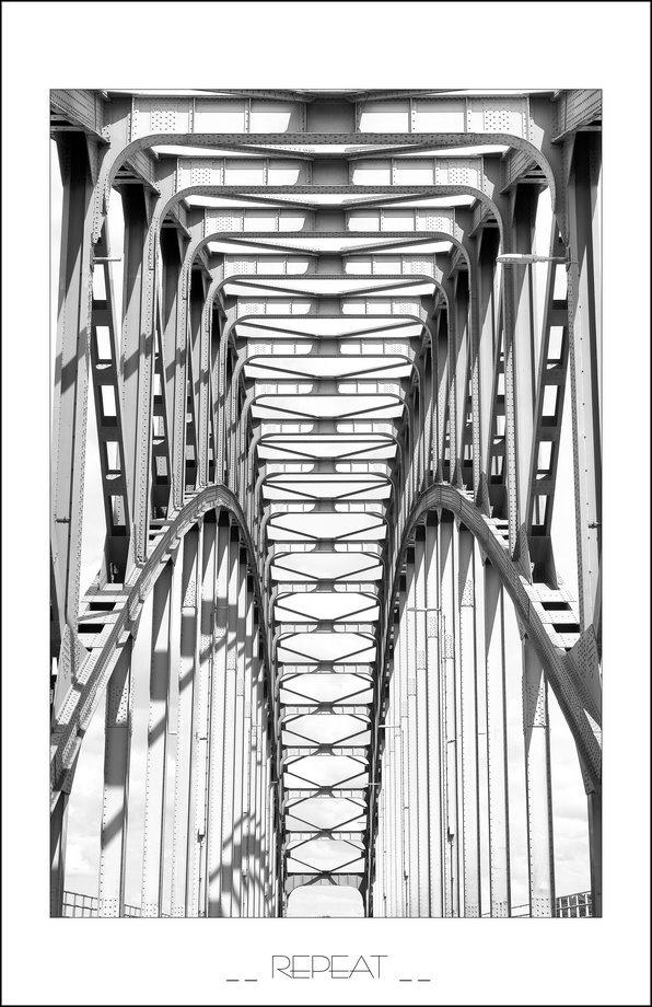 curven, bogen, brugconstructie, IJsselbrug, IJsselbrug Zwolle, IJsselbrug Zwolle afgesloten, lijnen, herhalingen, stalen brugconstructie, symmetrie, symmetrische lijnen, symmetrie foto, Fujifilm XT2