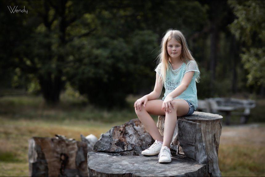 Wendy, shootje in het bos, fotograferen bij bestaand licht, kinderfotografie, fotograferen met kinderen, Canon eos R, Canon EF 85mm f1.2L II USM, Fotografie, Foto, Photography, Photo
