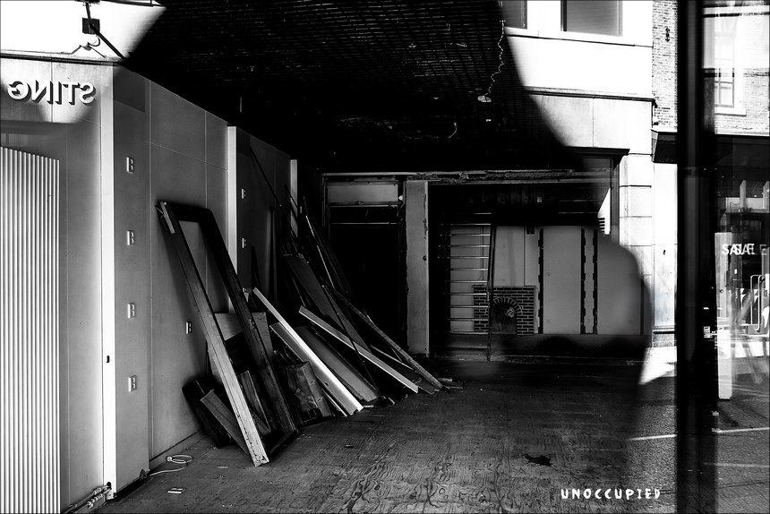 Leegstand, leegstand winkelstraat, winkelstraten, verpaupering, verval door leegstand, crisis, recessie, economische recessie, spookbeeld, spookbeeld crisis, Fujifilm XT2, Fujifilm XF 16-55mm F2.8 R Lm Wr, Fotografie