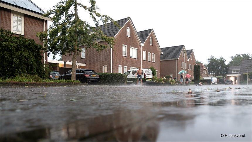wonen aan het water, Staphorst, wolkbreuk, slagregen, onweer, onweersbui, wateroverlast Staphorst, wateroverlast, extreme regenval, code rood, Fujifilm XT2, Fujifilm XF 16-55mm F2.8 R Lm Wr, Fotografie, Foto, Photography