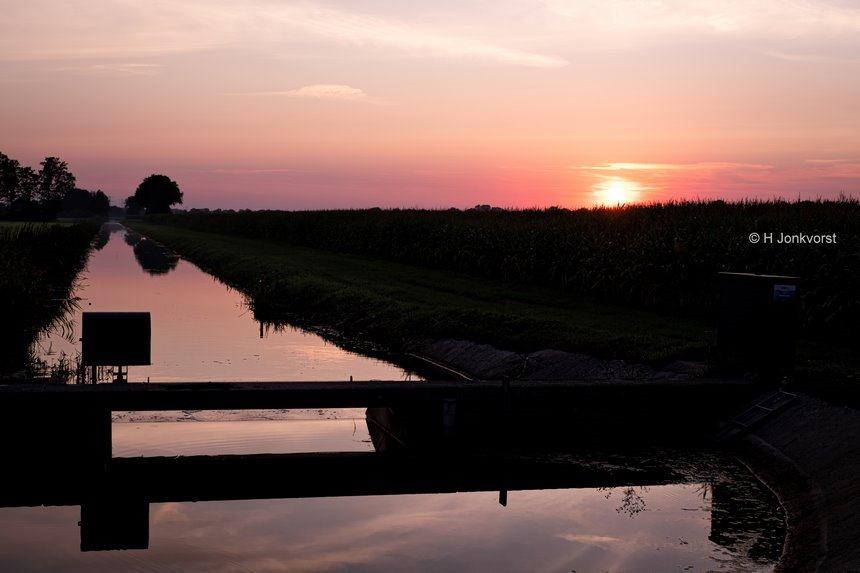 watergang, wetering, stuw, avondrood, zonsondergang, Dalfsen, verstilling, landschap, Fujifilm XT2, Fujifilm XF 8-16mm f2.8 R LM WR, Fotografie, Foto, Photography, Photo