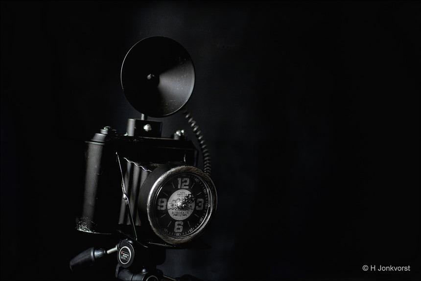 wintertijd, datum tijd camera instellen, tijd instellen camera, cameratijd, uur verzetten camera, vintage camera, camera van vroeger, retro camera, klok met camera, tijd verzetten, Product, studio, tafelklok, Canon eos R