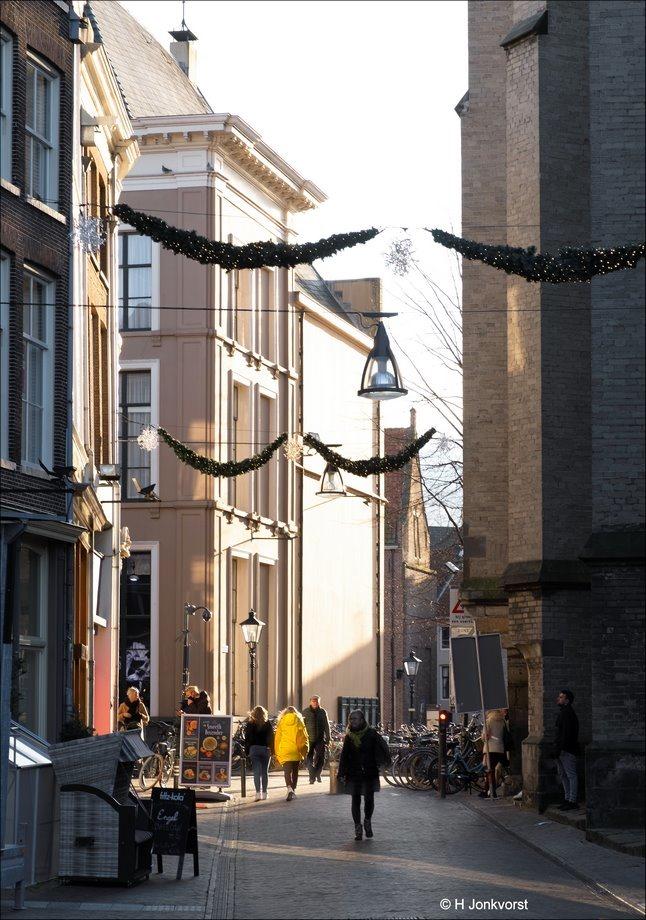 Decemberlicht, December light, laagstande zon, zacht licht, Zwolle, Grote Markt, donkere dagen voor kerst, binnestad Zwolle, Fujifilm XT2, Fujifilm XF 16-55mm F2.8 R Lm Wr, Fotografie, Foto, Photography, Photo