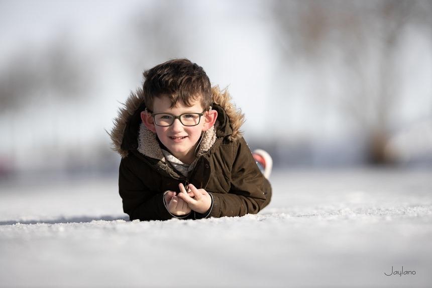 ijspret, Jaylano, winter 2021, ijsplezier, spelen op ijs, kinderfotografie, kinderportret, kinderportret fotografie, Canon eos R, Canon EF 200mm f2L IS USM, Fotografie, Foto, Photography, Photo
