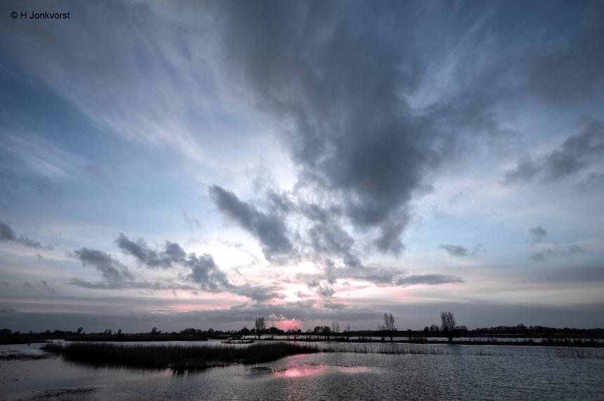 Een magisch moment, magic is in the air, Zwartewater, Hasselt, zonsondergang, uiterwaarden, hoog water, hoogwater, schuimspoor, Fujifilm XT2, Fujifilm XF 8-16mm f2.8 R LM WR, groothoekperspectief, Foto, Photography